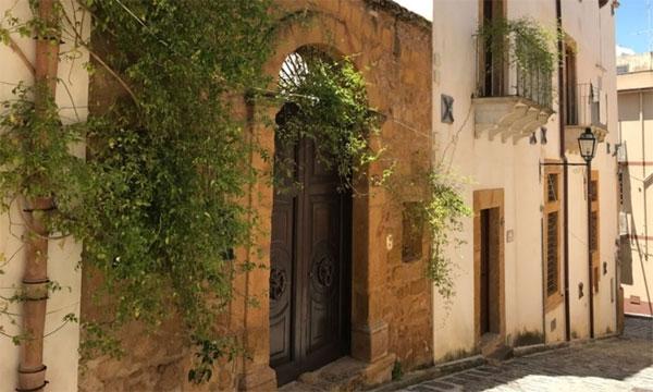 Thị trấn Italy rao bán nhà hơn 2 USD