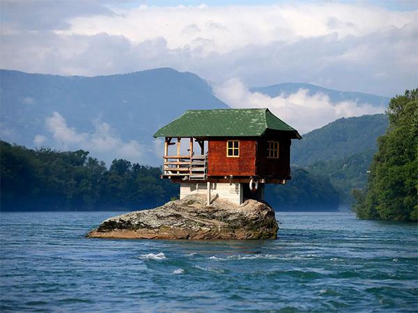 """Ngôi nhà """"đơn độc"""" nhất thế giới"""