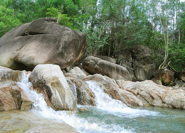 Thưởng ngoạn suối nguồn...ở Bình Định