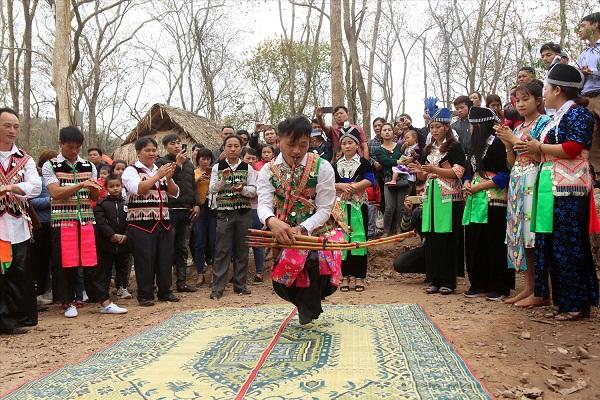Tiếng khèn Mông trên vùng cao xứ Nghệ