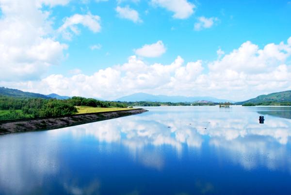 Ngỡ ngàng mây nước Việt An