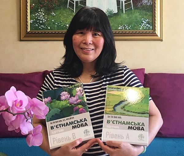 Bộ sách song ngữ tâm huyết của cô giáo dạy tiếng Việt ở Ukraine