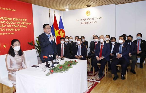 Chủ tịch Quốc hội gặp cộng đồng người Việt Nam tại Phần Lan