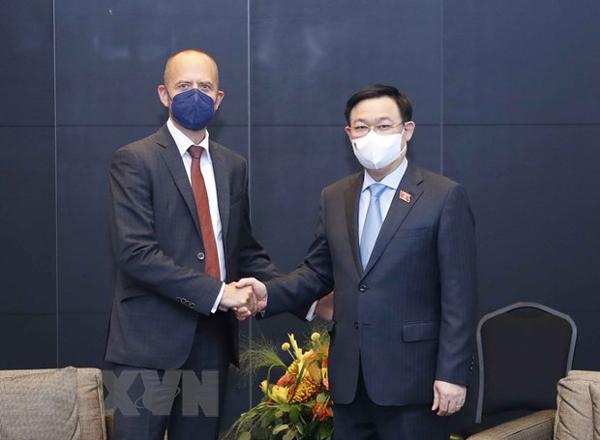 Chủ tịch Quốc hội Vương Đình Huệ tiếp lãnh đạo Tập đoàn Siemens Energy