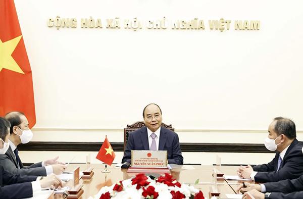 Chủ tịch nước Nguyễn Xuân Phúc điện đàm với Thủ tướng Nhật Bản Suga