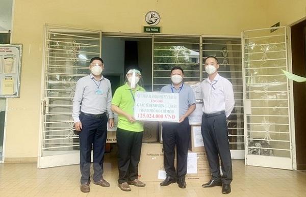 Người Việt Nam ở nước ngoài chung tay hỗ trợ phòng, chống dịch