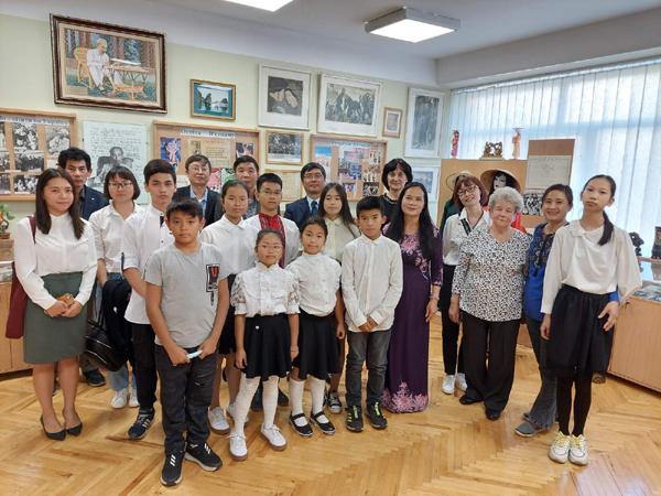 Khai giảng lớp học tiếng Việt tại Trường chuyên ngữ số 251 mang tên Chủ tịch Hồ Chí Minh, Ucraina