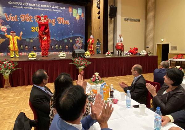 Giao lưu văn hóa hữu nghị Séc-Việt nhân Tết Trung Thu tại Ostrava