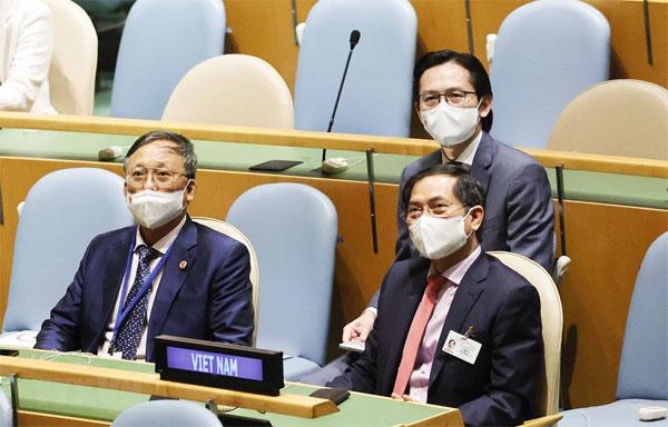 Bộ trưởng Ngoại giao tiếp xúc song phương với Ngoại trưởng các nước