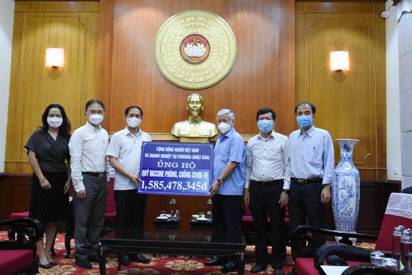 Bộ trưởng Ngoại giao Bùi Thanh Sơn trao hơn 3 tỷ đồng kiều bào ủng hộ công tác phòng chống dịch Covid-19