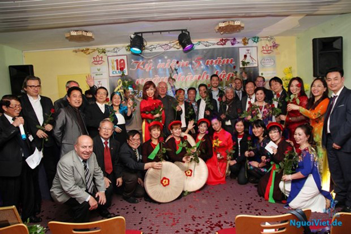Văn nghệ - chiếc cầu nối văn hóa đối ngoại Việt Nam- Đức