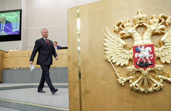 Chủ tịch Quốc hội chúc mừng Chủ tịch Duma Quốc gia Liên bang Nga