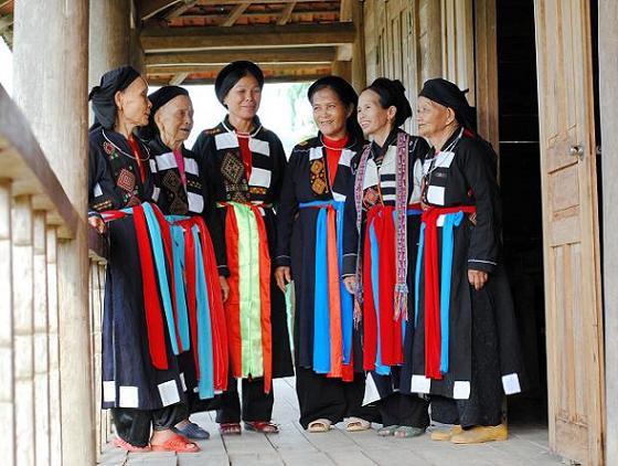 Gìn giữ nét đẹp trên trang phục đồng bào dân tộc Cao Lan ở Quảng Ninh
